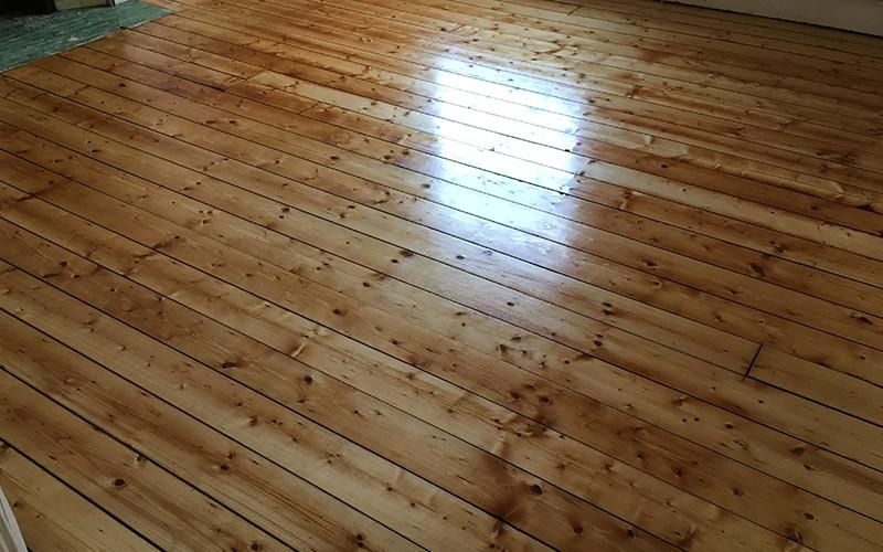 Lacquered Finish Versus Oiled Finish Timberwolf Floors